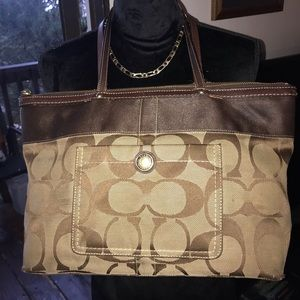 Auth Classic Brown&Tan Coach Shoulderbag Mid Size
